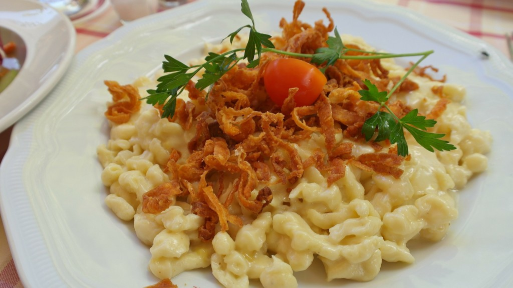 spaetzle kasnocken austrian spaetzle with cheese and caramelized onion ...